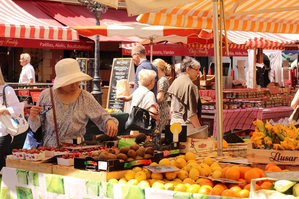 Marché aux fleurs / fruits et légumes du cours Saleya