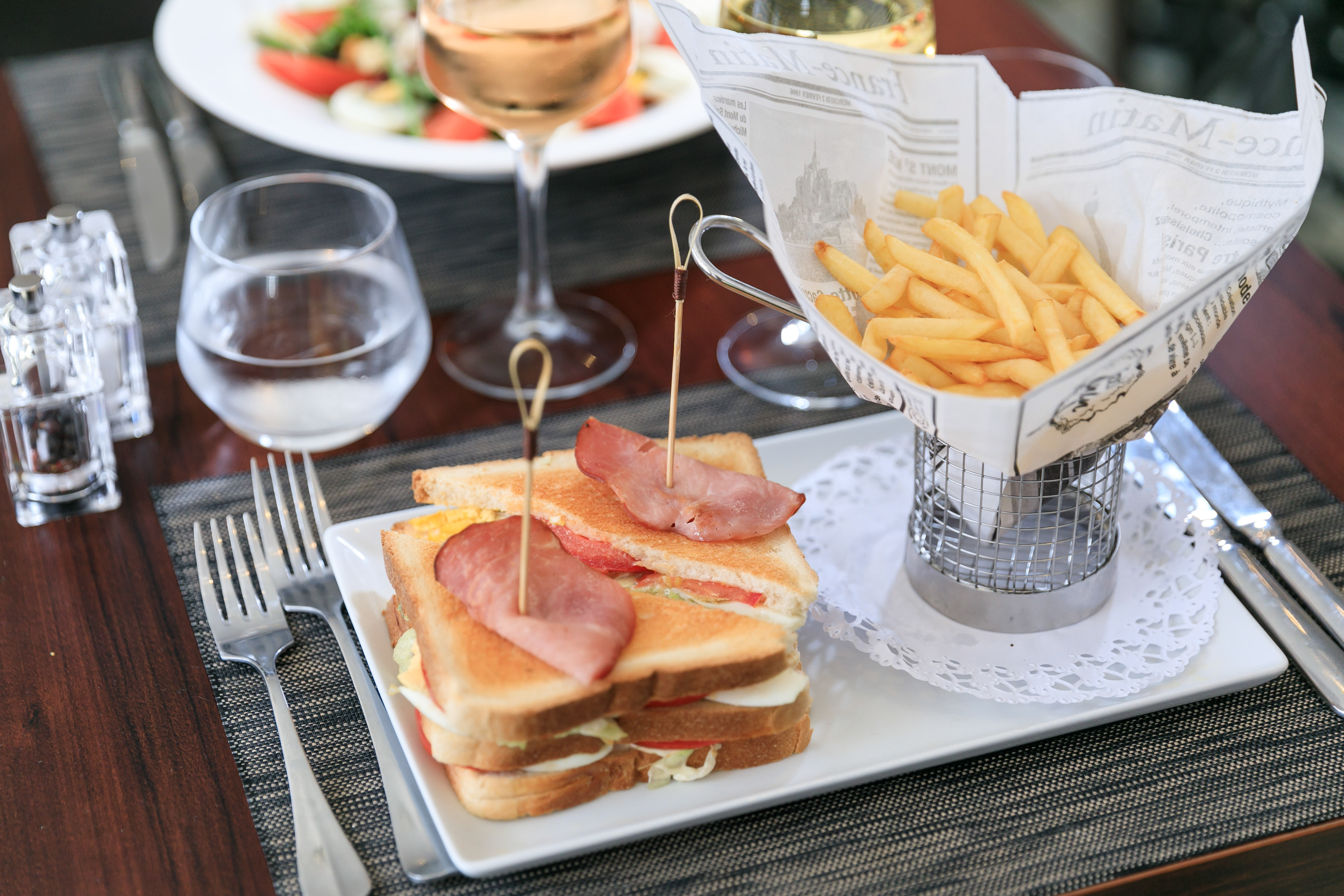 """Sandwich Club - Restaurant """"Le 5"""" - Quality Hôtel Menton Méditerranée"""