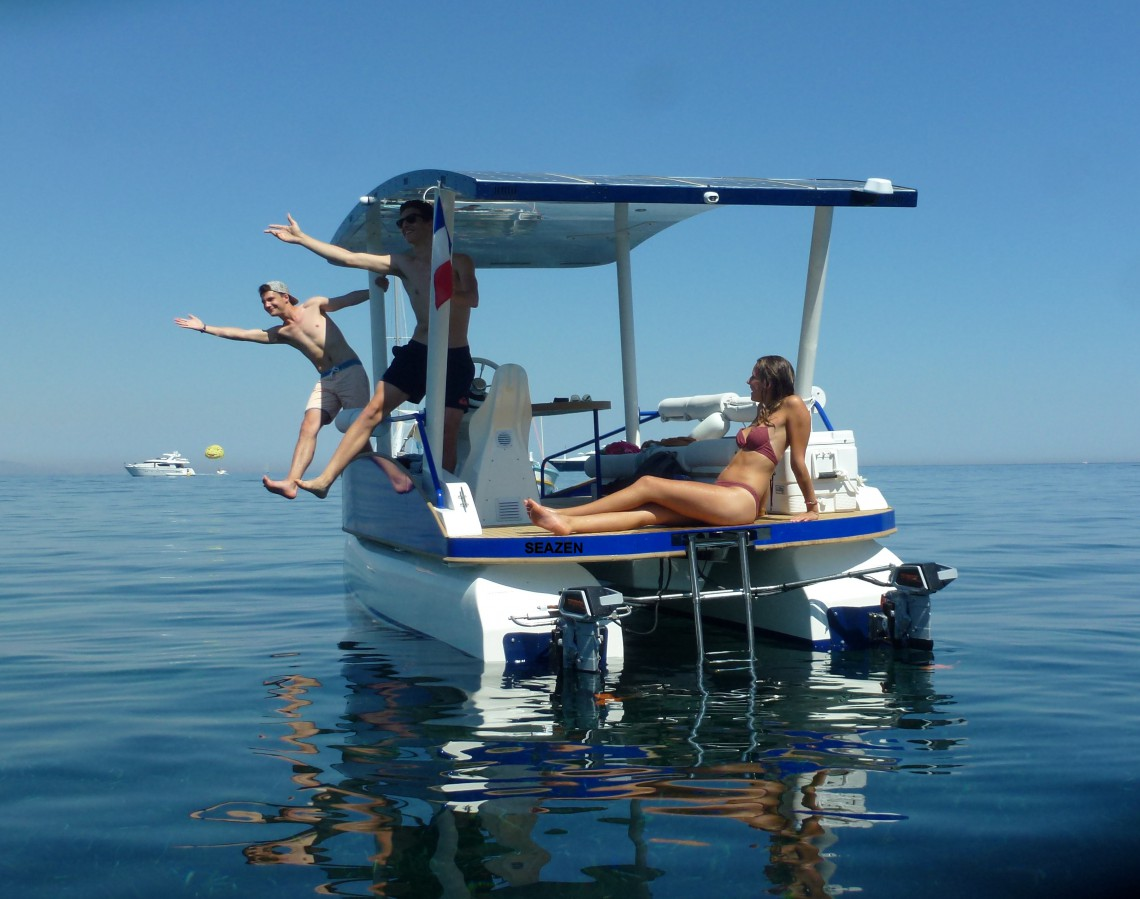 Visit the French Riviera by the sea without polluting - Credit SeaZen solar boat