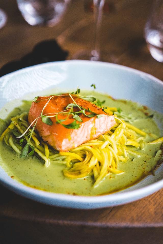 Plat gastronomique à base de poisson