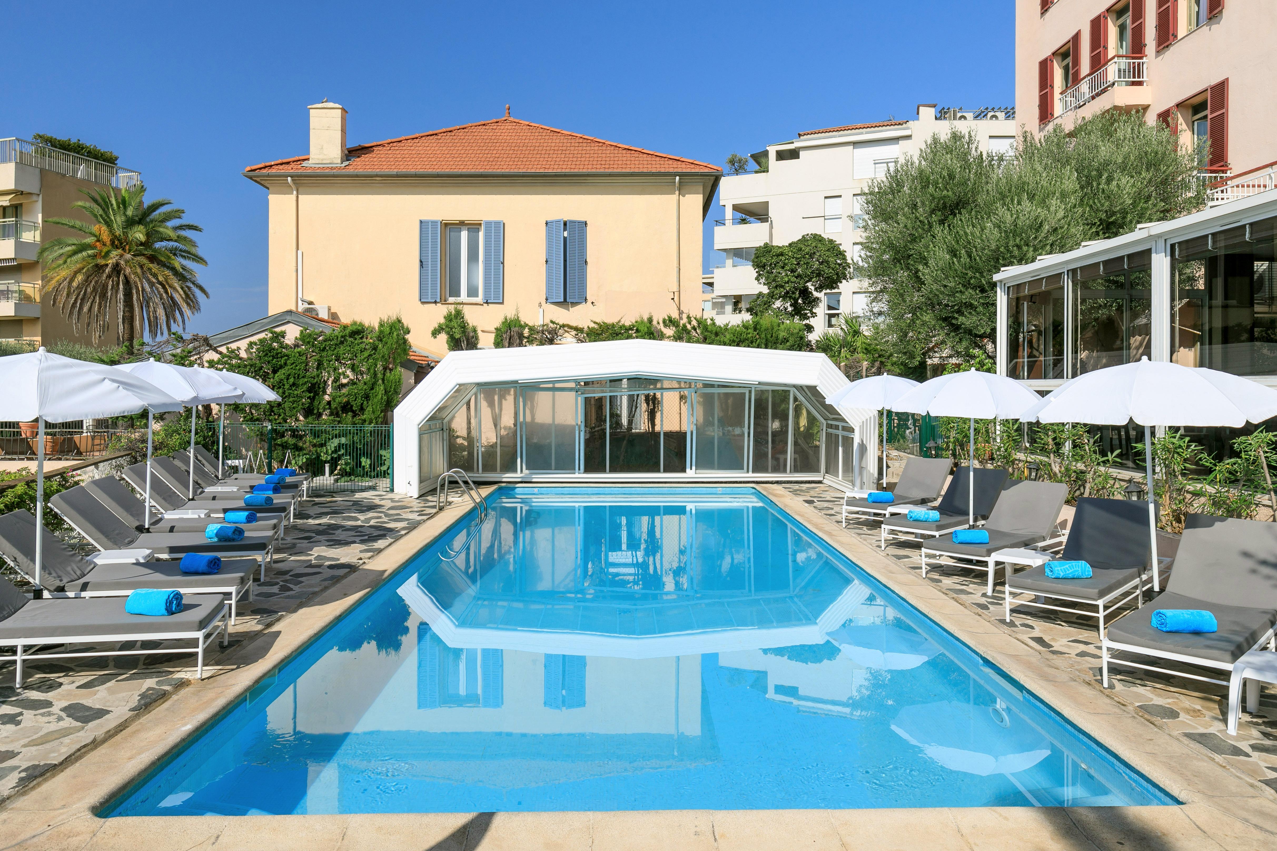Votre hôtel 3 étoiles à Cannes avec piscine extérieure - Crédit Summer Hotels