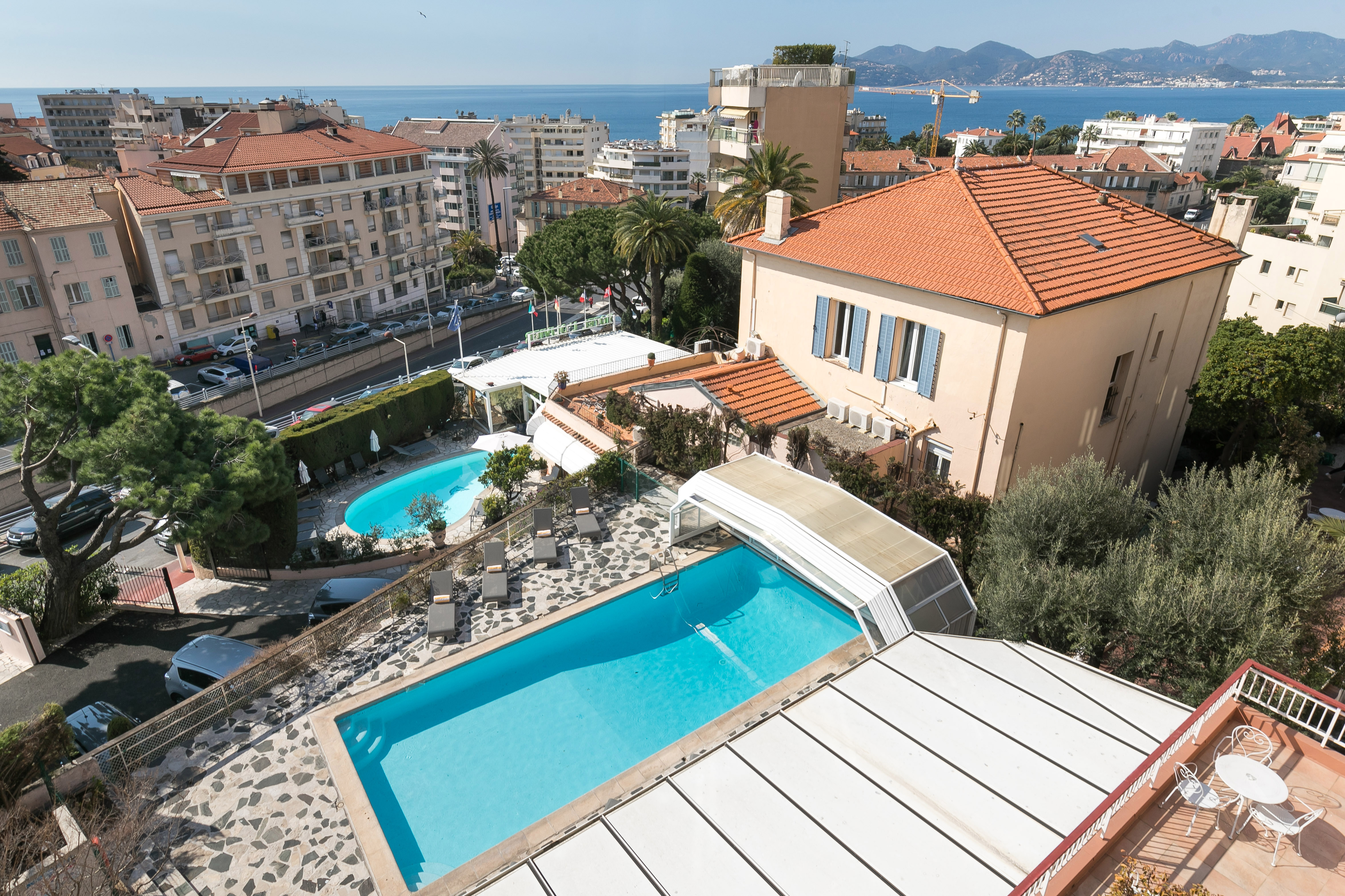Pool of the Hotel des Orangers Cannes