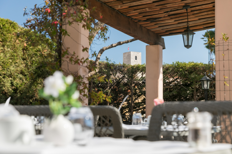 Terrasse avec vue sur le Suquet - Hôtel des Orangers Cannes