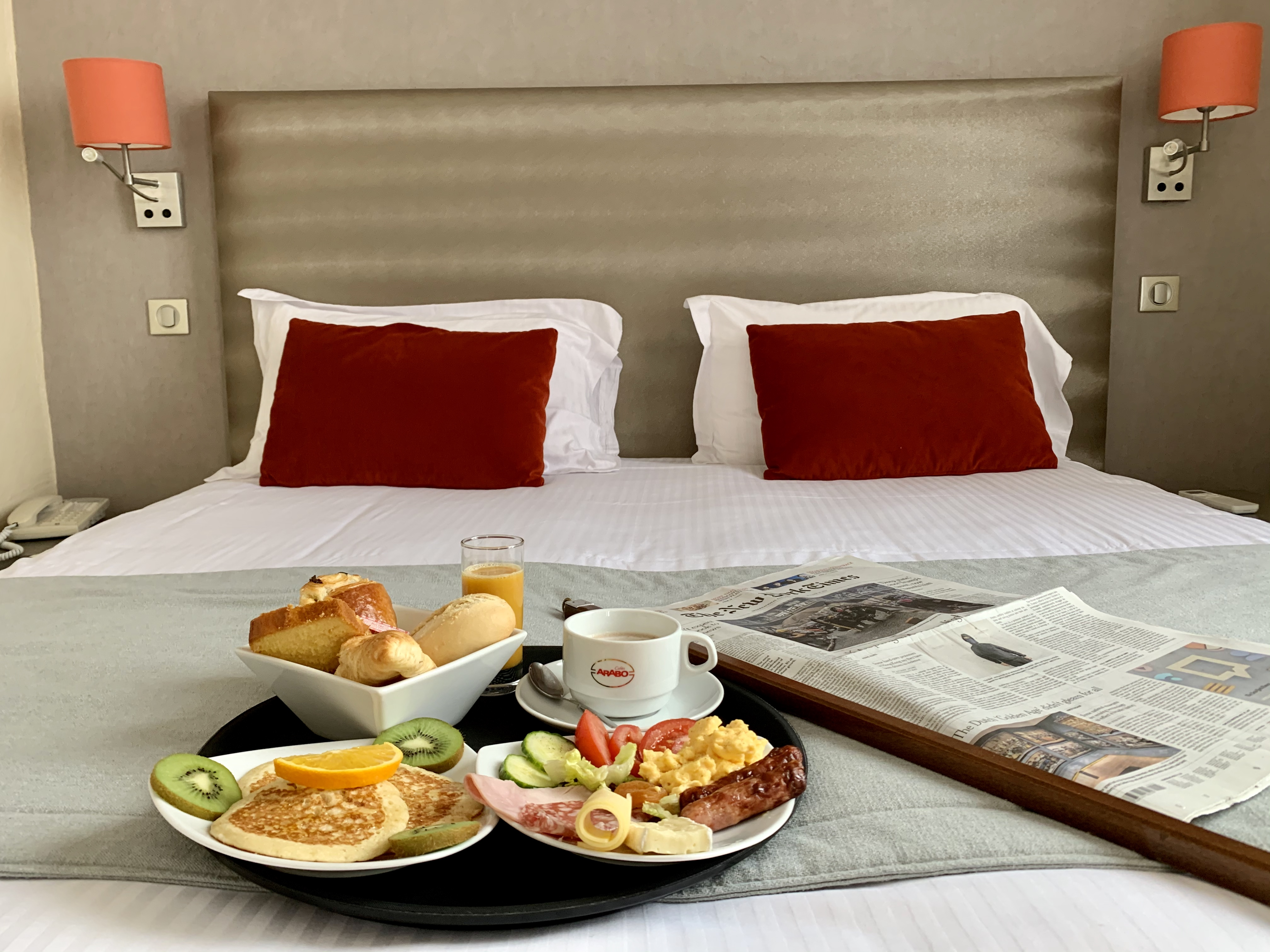 Breakfast in the room - Romantic weekend in Cannes - Credit Hôtel des Orangers