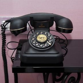Compagnie Hôtelière de Bagatelle - Vice Versa Hotel Services - Conciergerie - Téléphone vintage