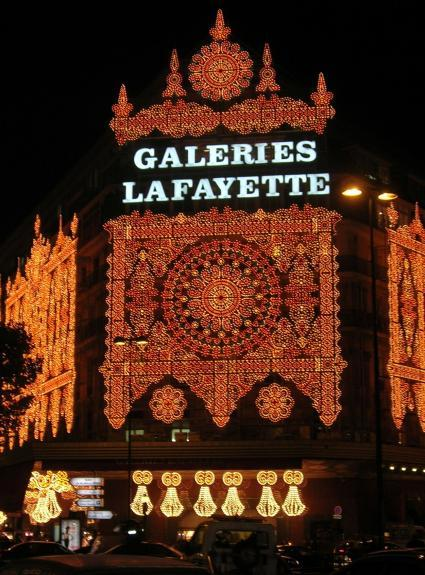 Noel et les illuminations des vitrines à Paris