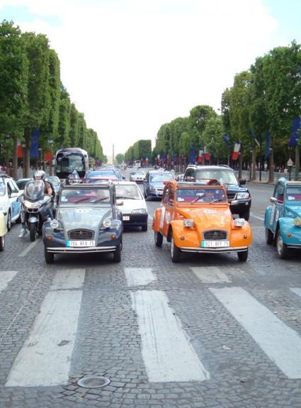 Visiter Paris en 2CV