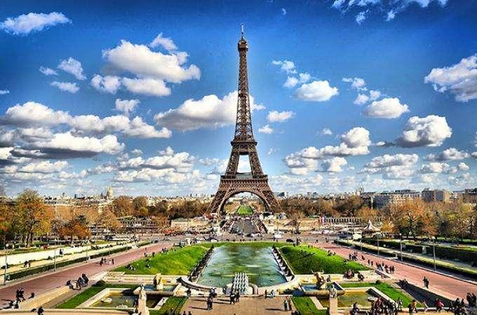La Tour Eiffel, symbole de Paris et de la France