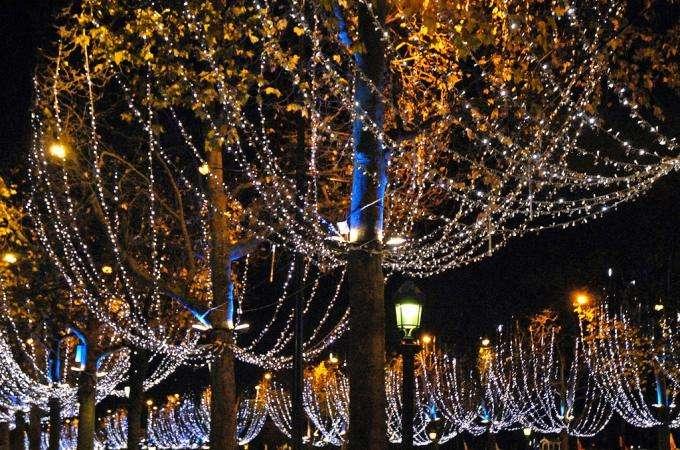 Venez rêver sur le marché de Noel de Saint-Germain et sur les Champs-Elysées !