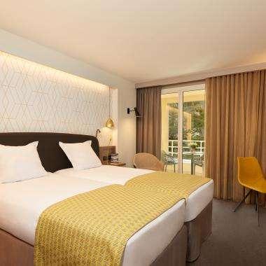 Chambre-SuperieurBalcon-hotel-Auteuil-Tour Eiffel-paris