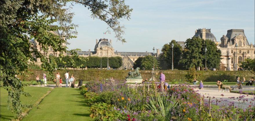 Des jardins et des fleurs de l'Hôtel de Lille aux Tuileries