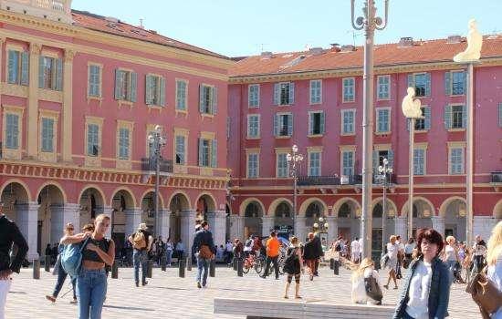 Les 4 plus belles places de Nice proche de l'Hôtel Florence Nice