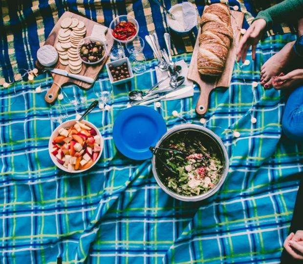 A picnic in Paris