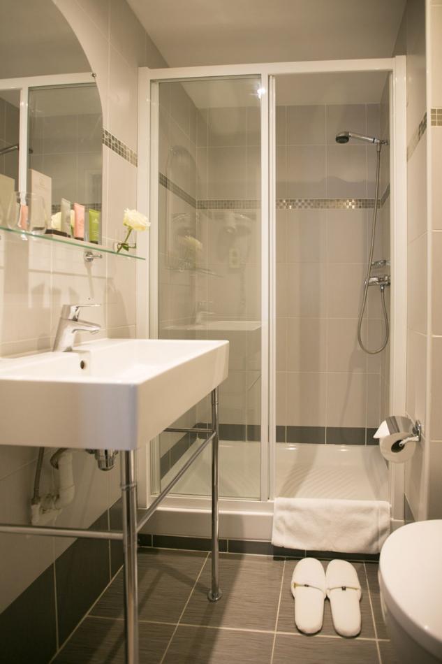 Hotel Alexandrine Opera Paris - Bathroom