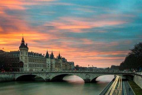 Strolling over the bridges of Paris