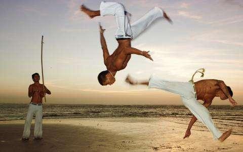 Comment faire de la Capoeira, art martial mythique de Bahia, à la Pousada Capitù Imbassai?