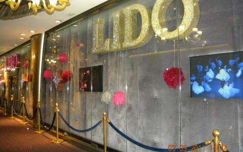 Last  performances of the Lido De Paris before closing