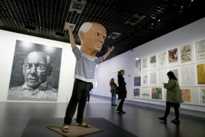 des-visiteurs-a-l-exposition-picasso-mania-le-6-octobre_990625